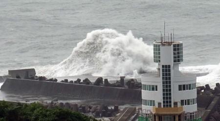 """台风""""马勒卡""""来袭  台湾取消近200个航班 - ảnh 1"""