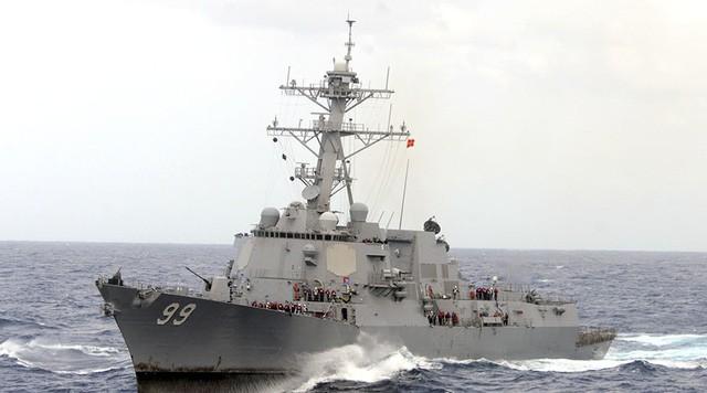 美国海军向伊朗船只发射警示弹 - ảnh 1