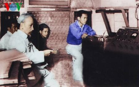 胡主席第一次在本台朗读贺年诗70周年:唤起民心的诗句 - ảnh 1