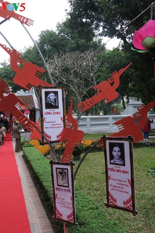 在文庙国子监举行的越南诗歌日活动的精彩瞬间 - ảnh 4
