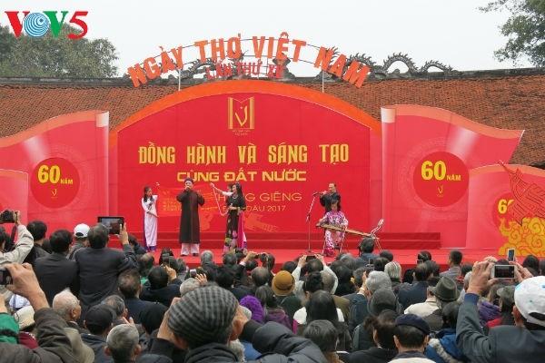 在文庙国子监举行的越南诗歌日活动的精彩瞬间 - ảnh 9