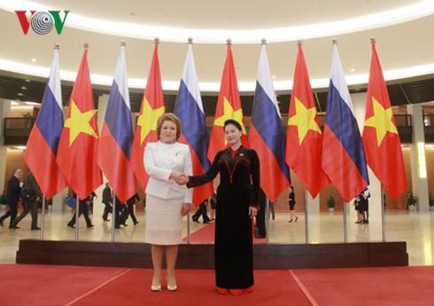越南和俄罗斯国会加强监督配合和落实各项合作文件 - ảnh 1