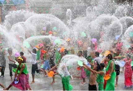 老挝驻越大使馆举行泼水节活动 - ảnh 1