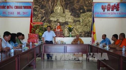 越南西南部指导委员会向高棉族同胞祝贺传统新年 - ảnh 1