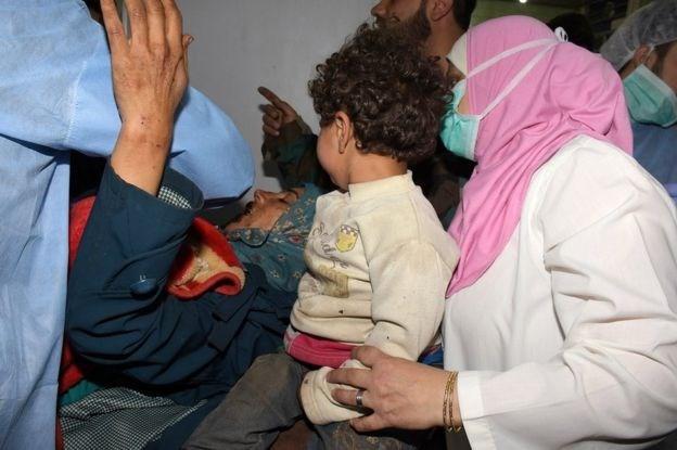 叙利亚在造成数十人死亡的爆炸袭击发生后恢复撤离活动 - ảnh 1