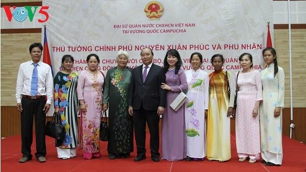 阮春福会见旅柬越南人代表 - ảnh 1