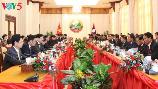老挝各大报:阮春福的老挝之行深化越老兄弟关系 - ảnh 1