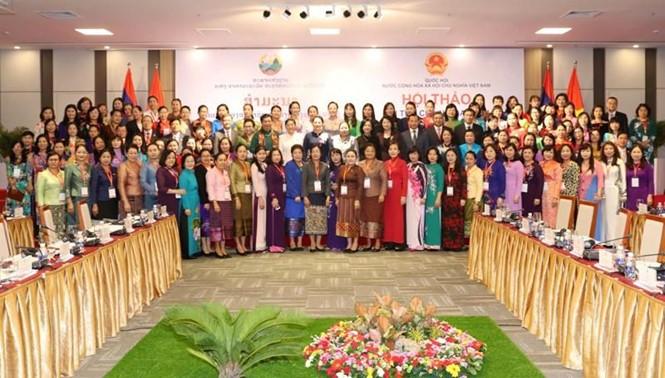 越南和老挝女国会代表团与广南省领导人座谈 - ảnh 1