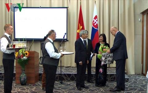越南驻斯洛伐克大使馆举行庆祝国庆活动 - ảnh 1