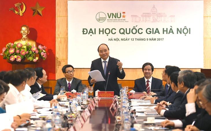 阮春福与河内国家大学领导人座谈 - ảnh 1