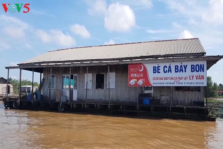 在后江上从事网箱养鱼成为了亿万富翁的李文奔 - ảnh 2