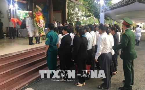 众多胡志明市市民前往前总理潘文凯家中吊唁 - ảnh 1