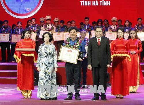 越南胡志明共青团中央举行共青团成立87周年纪念活动 - ảnh 1