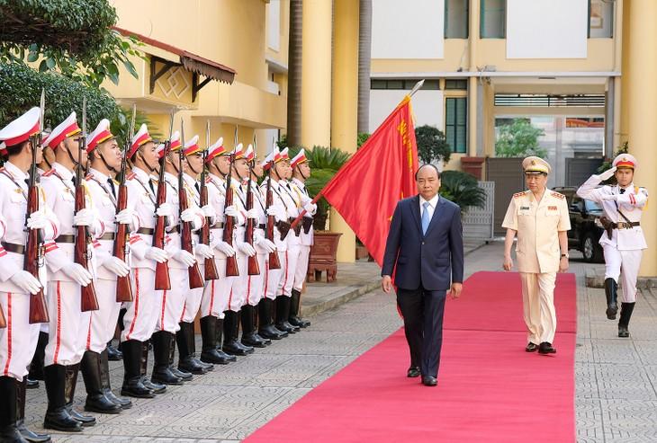 胡志明主席的六条教导一向是人民公安力量行动的指南针 - ảnh 1