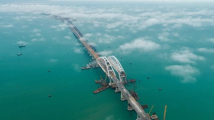 连接俄罗斯与克里米亚半岛的大桥正式落成 - ảnh 1