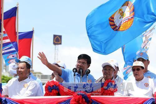继续促进经济发展   巩固民族团结 - ảnh 1