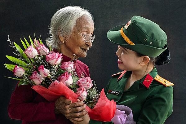 一组歌颂越南英雄母亲和为国牺牲的战士的佳作 - ảnh 1