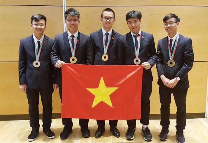 越南队在2018国际物理学和化学奥林匹克竞赛中成绩优异 - ảnh 1