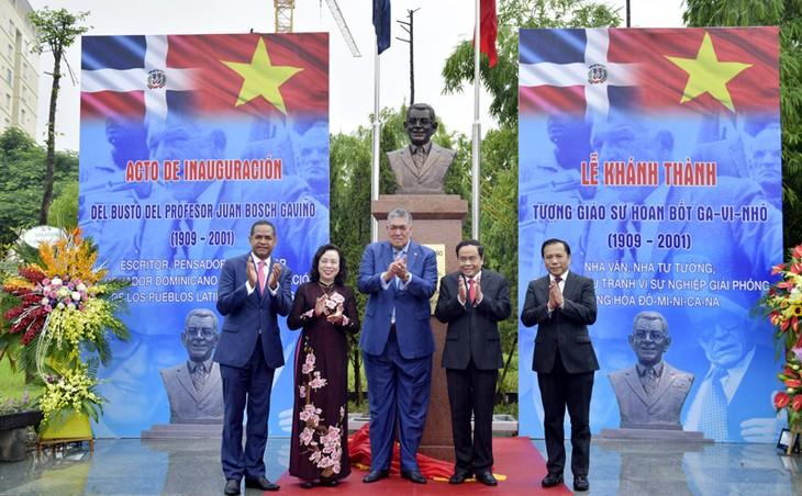 多米尼加共和国首任总统塑像在河内落成 - ảnh 1