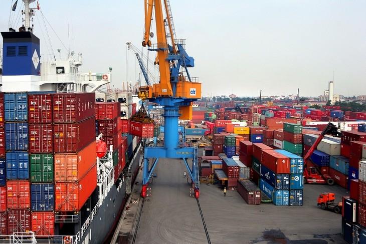阮春福:外商对越南经济一直持肯定态度   - ảnh 1
