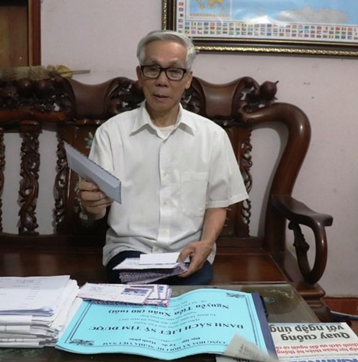 沟通越南之声广播电台与烈士家属的阮进春大爷 - ảnh 1