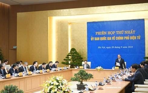 阮春福主持电子政务国家委员会第一次会议 - ảnh 1