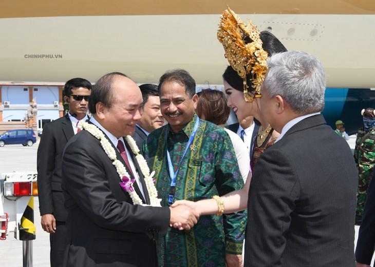 阮春福抵达巴厘  开始出席东盟领导人见面会行程 - ảnh 1