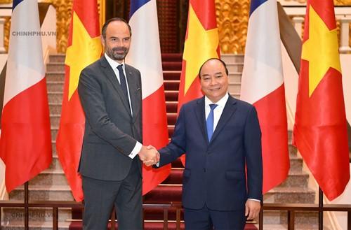 法国总理菲利普圆满结束对越南的正式访问 - ảnh 1