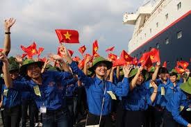 越南青年与东南亚和日本青年船代表交流 - ảnh 1