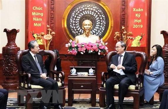 胡志明市市委书记阮善仁会见中国驻越大使熊波 - ảnh 1