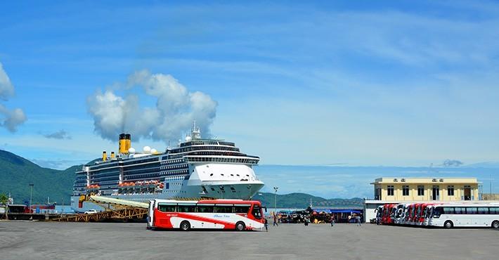 越南旅游:40艘游轮将在今年抵达云脚港 - ảnh 1