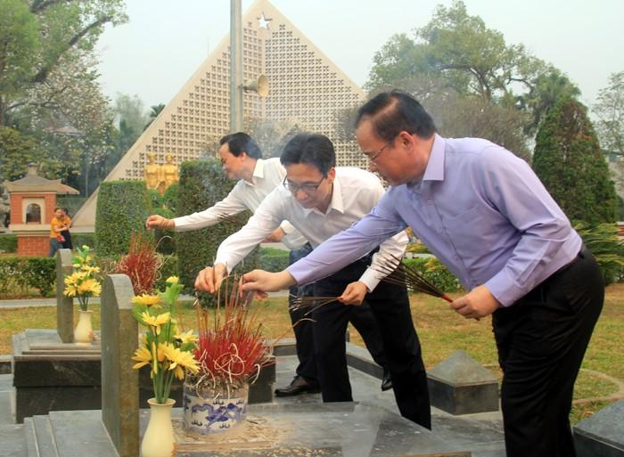 越南政府副总理武德担视察奠边省 - ảnh 1