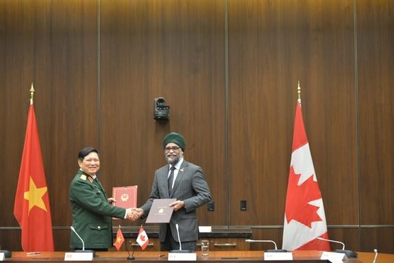国防合作有助于丰富越南-加拿大全面伙伴关系 - ảnh 1
