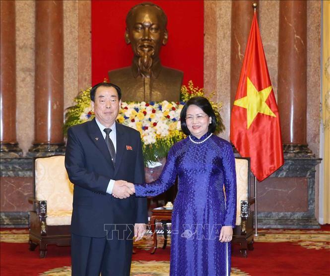 邓氏玉盛会见朝鲜中央法院代表团 - ảnh 1