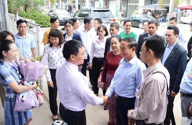 缅甸总统吴温敏参观下龙湾 - ảnh 1