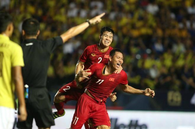 越南足球队打入2019年泰王杯足球赛决赛 - ảnh 1