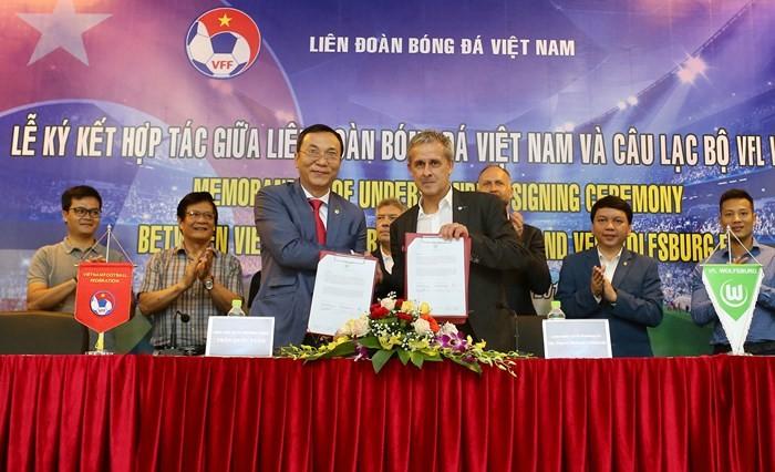 越南与德国合作推动越南足球发展 - ảnh 1