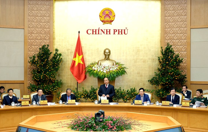 阮春福总理主持政府6月份工作例会 - ảnh 1
