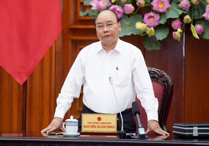 阮春福主持有关国家重点项目资金分配方案的政府常务会议 - ảnh 1