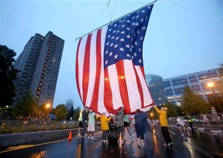 Pawai anti pemerintah pada Hari Nasional Amerika Serikat - ảnh 1