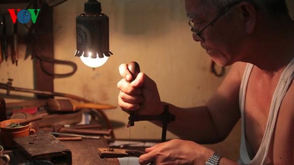 Kejuruan membuat barang perhiasan di jalan Hang Bac - ảnh 4