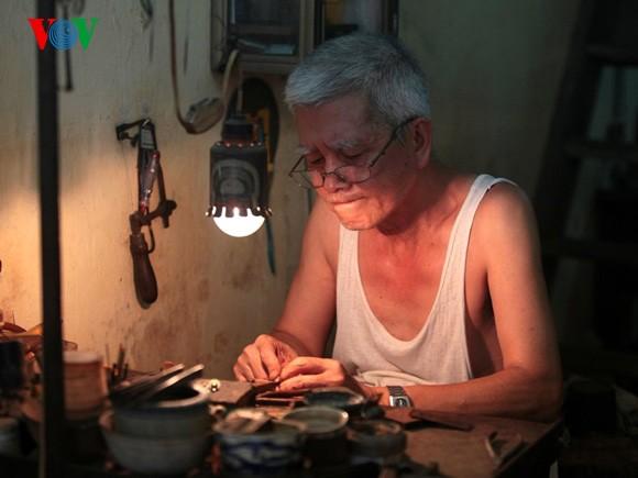 Kejuruan membuat barang perhiasan di jalan Hang Bac - ảnh 5