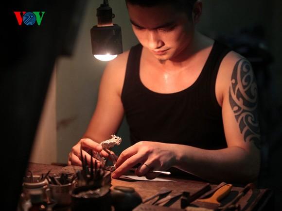 Kejuruan membuat barang perhiasan di jalan Hang Bac - ảnh 6