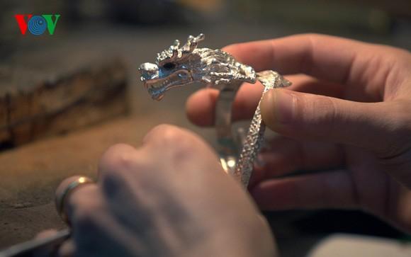 Kejuruan membuat barang perhiasan di jalan Hang Bac - ảnh 7