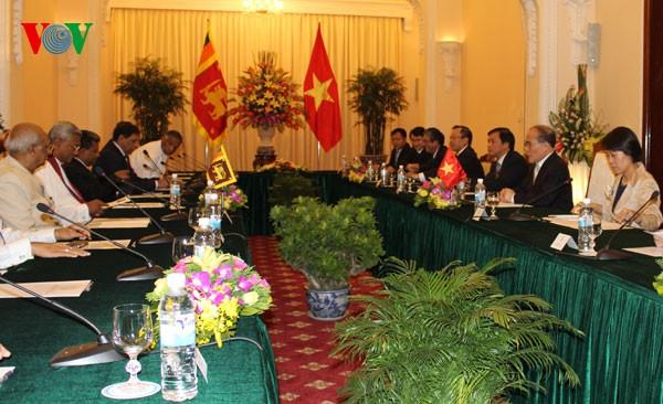 Ketua MN Vietnam Nguyen Sinh Hung mengadakan pembicaraan dengan Ketua Parlemen Sri Lanka - ảnh 1