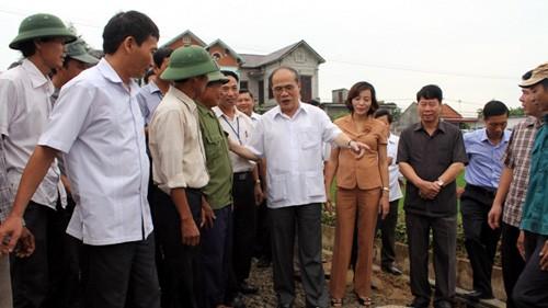 Pembangunan pedesaan baru menurut arah komprehensif, meningkatkan kehidupan rakyat - ảnh 1