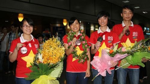 Vietnam merebut 4 medali perunggu dalam Olympiade Biologi Internasional - ảnh 1