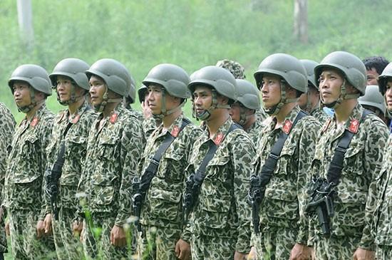 Pasukan Anti Terorisme Vietnam melakukan latihan - ảnh 10