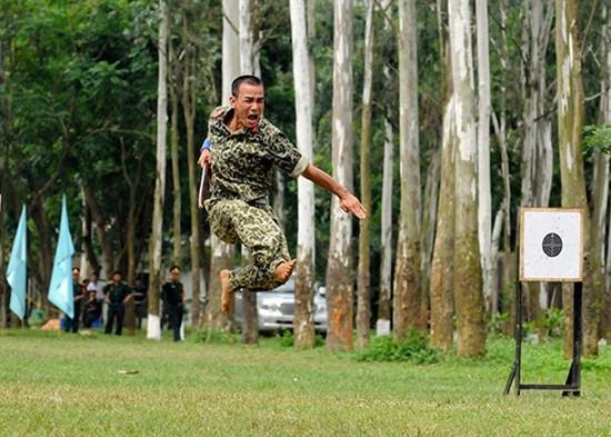 Pasukan Anti Terorisme Vietnam melakukan latihan - ảnh 5