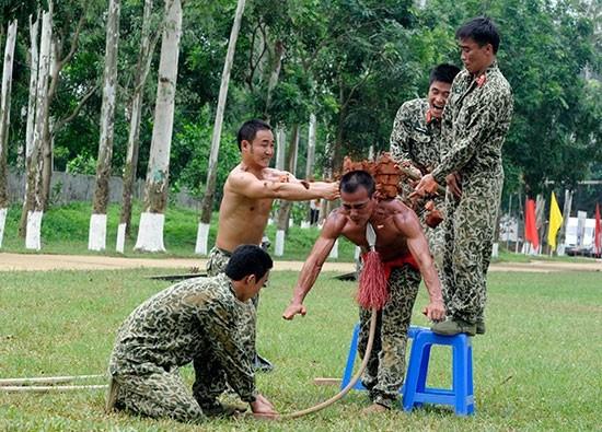 Pasukan Anti Terorisme Vietnam melakukan latihan - ảnh 7